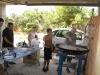 Preparando la paella de marisco